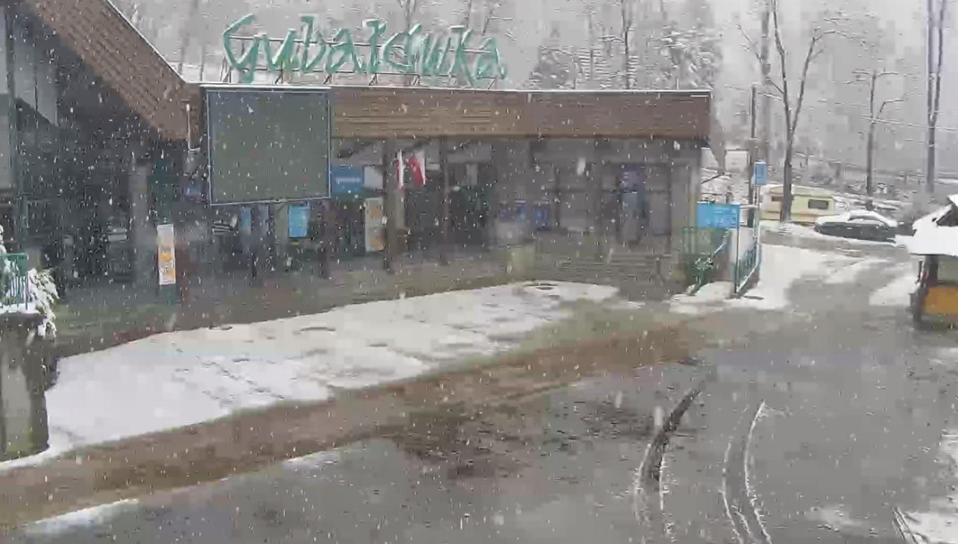 W Tatrach obowiązuje pierwszy stopień zagrożenia lawinowego (fot. krupowki.webcamera.pl)