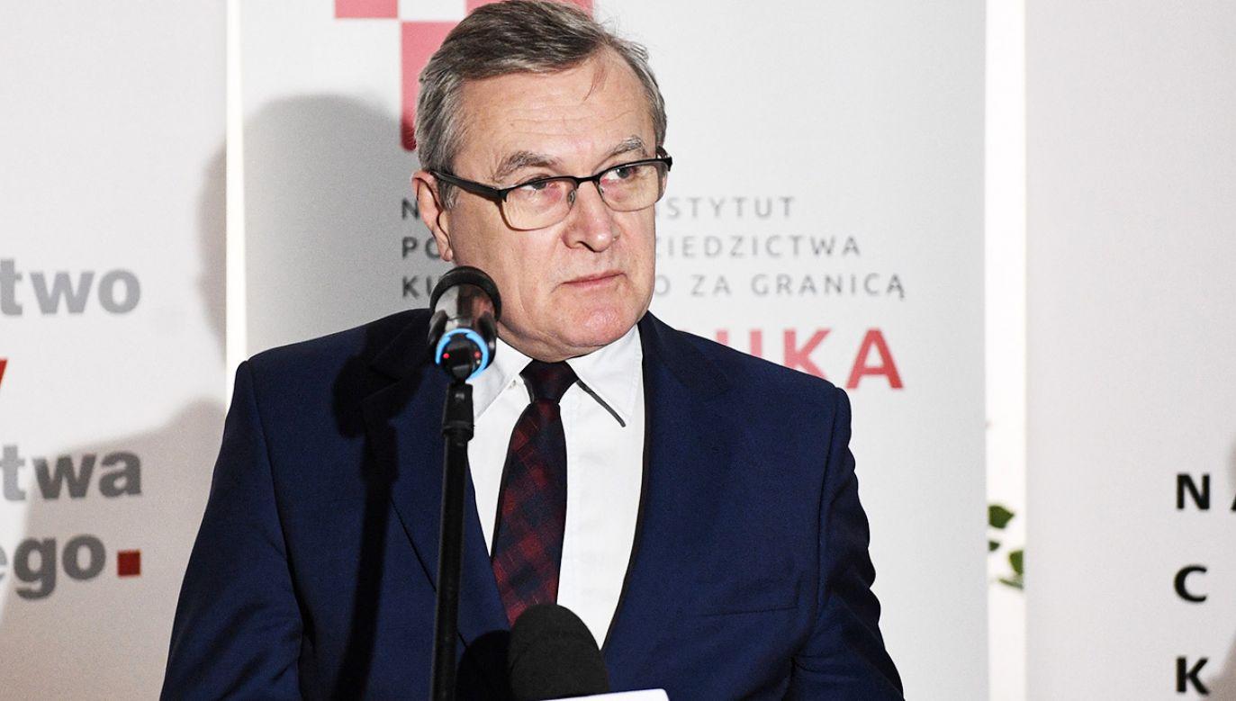 """Gliński nawiązał też do wypowiedzi Donalda Tuska o """"współczesnych bolszewikach"""" (fot. PAP/Radek Pietruszka)"""