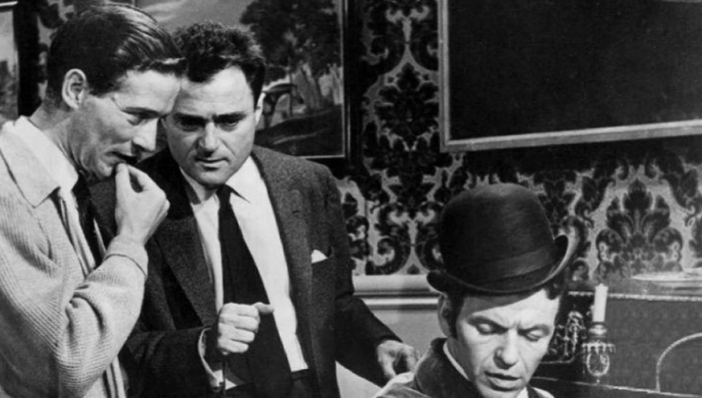 """Od lewej: Michael Anderson, Mike Todd i Frank Sinatra na planie """"W 80 dni dookoła świata"""
