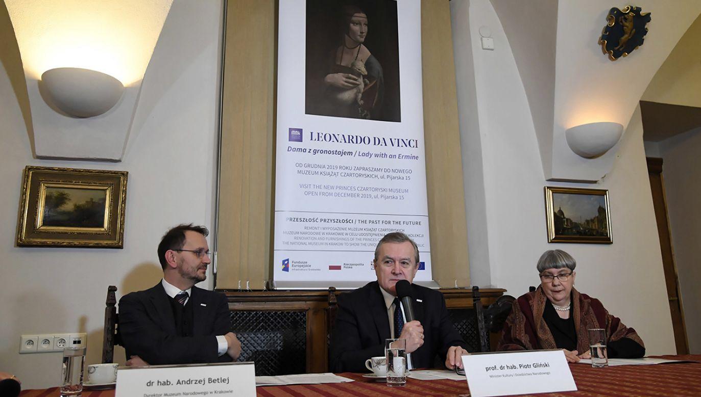 W grudniu przedstawimy państwu coś wyjątkowego – obiecuje wicepremier Gliński (fot. PAP/Jacek Bednarczyk)