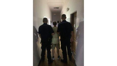 Zatrzymany spędził noc w policyjnym areszcie.
