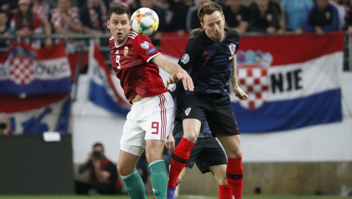 Adam Szalai i Ivan Rakitić w walce o piłkę w niedzielnym meczu el. Euro 2020 (fot. Getty)
