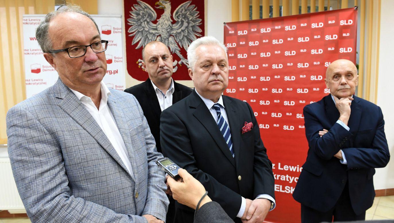 Lider Sojuszu Lewicy Demokratycznej Włodzimierz Czarzasty (L), Jacek Czerniak (2P), Tomasz Chyliński (2L) i Stanislaw Kieroński (P) (fot. arch.PAP/Wojciech Pacewicz)
