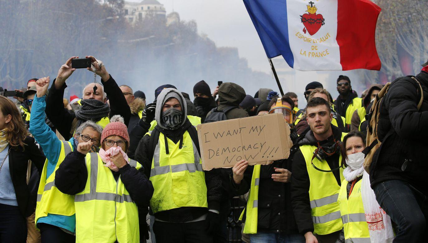 """Według najnowszych sondaży poparcie dla ruchu """"żółtych kamizelek"""" spada (fot. Chesnot/Getty Images)"""