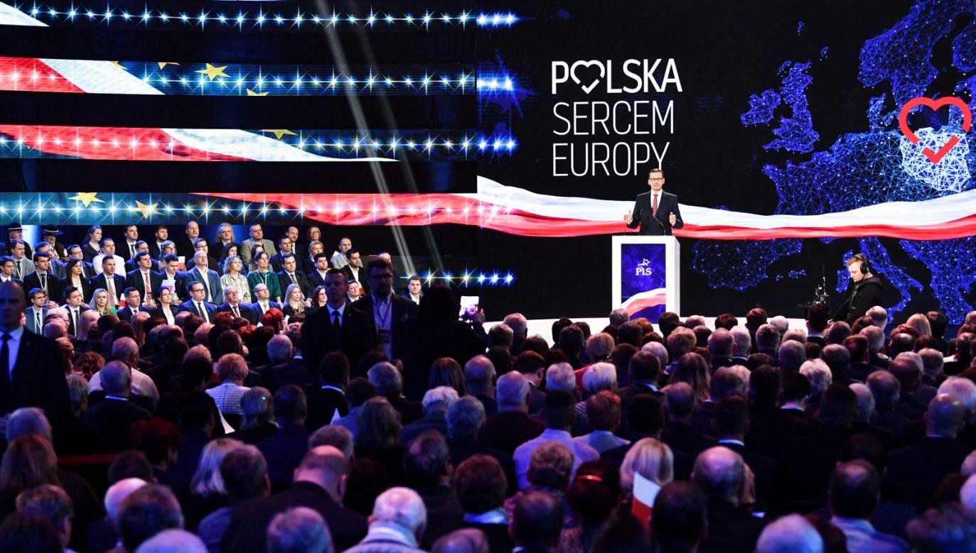 Premier Mateusz Morawiecki podczas konwencji w Szeligach koło Warszawy (fot. PAP/Bartłomiej Zborowski)