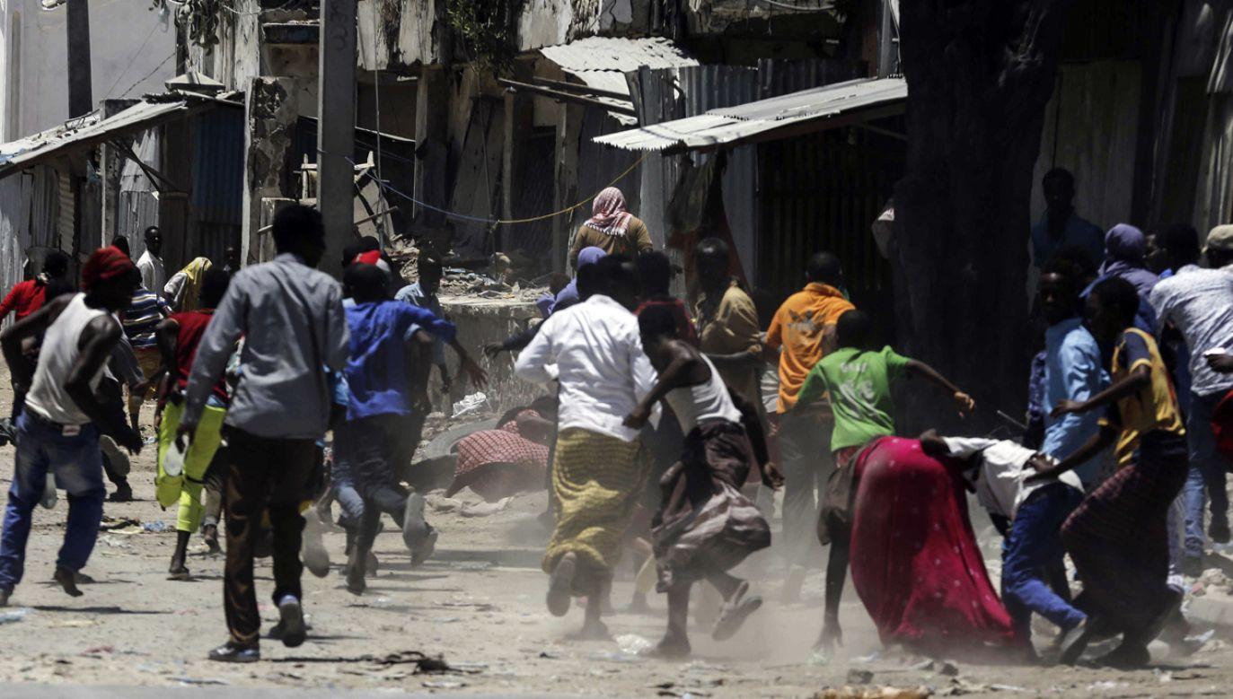 Zamachowcy należą do ugrupowania walczącego o narzucenie w Somalii szariatu (fot. PAP/EPA/Said Yusuf Warsabe)