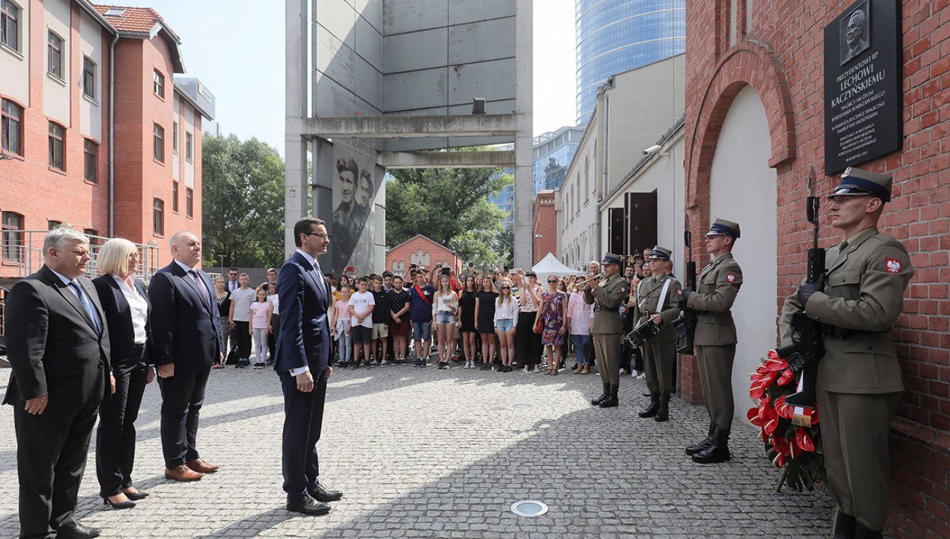 Tablicę upamiętniającą twórcę Muzeum Powstania Warszawskiego odsłonięto w 2011 r. (fot. PAP/Paweł Supernak)