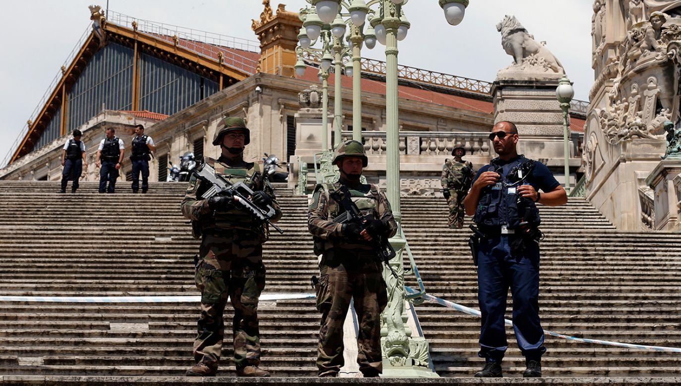 Policja ogrodziła teren, a śledczy wszczęli dochodzenie. (fot. REUTERS/Philippe Laurenson)