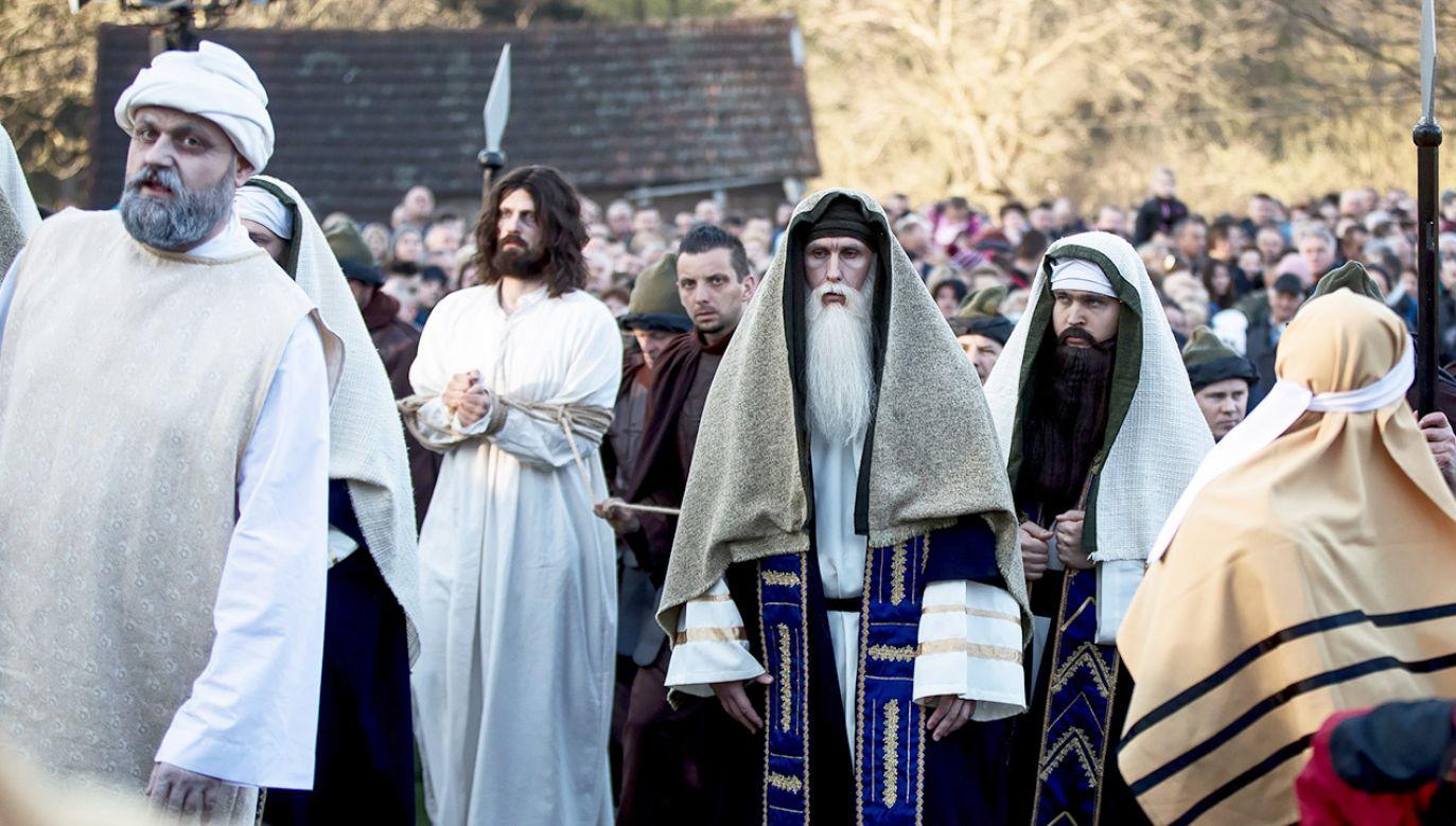 W tym dniu chrześcijanie czczą Mękę i Śmierć Chrystusa (fot. PAP/Łukasz Gągulski)