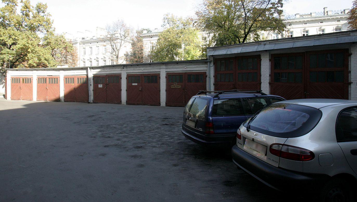Pojawiły się wątpliwości, czy grunty pod garażami również podlegają 98-proc. bonifikacie (fot. arch. PAP/Bartłomiej Zborowski)