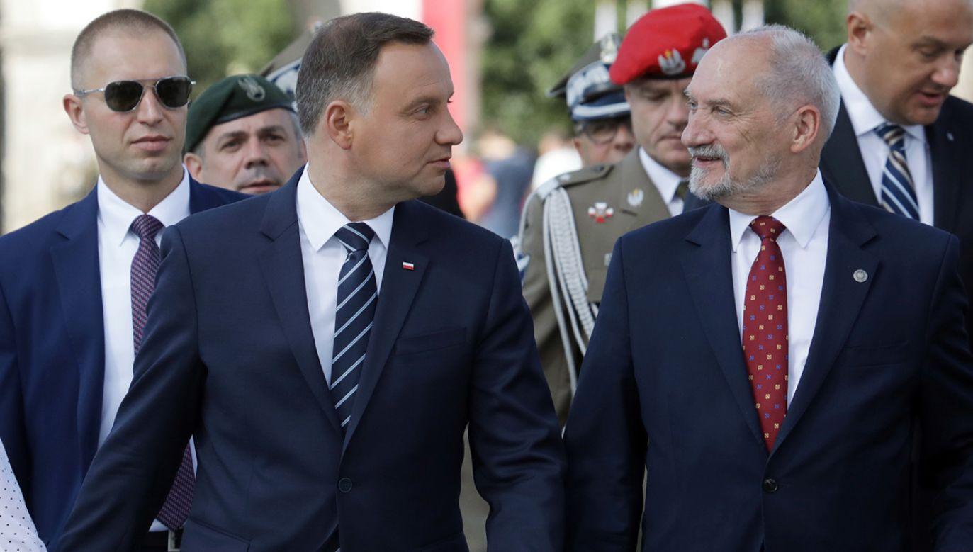 Minister Obrony Narodowej Antoni Macierewicz i Przezydent RP Andrzej Duda (fot. arch. PAP/Tomasz Gzell )