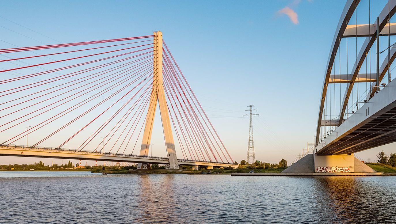 Program Mosty dla Regionów cieszy się dużym zainteresowaniem (fot. Shutterstock/vivooo)