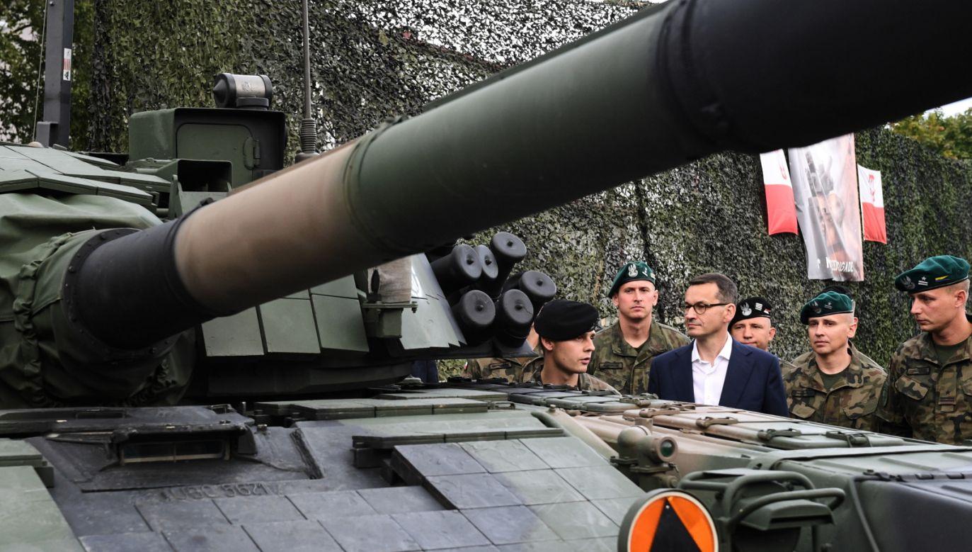 PM Mateusz Morawiecki (4R) met Polish soldiers stationed in Latvia on Wednesday. Photo: PAP/Radek Pietruszka