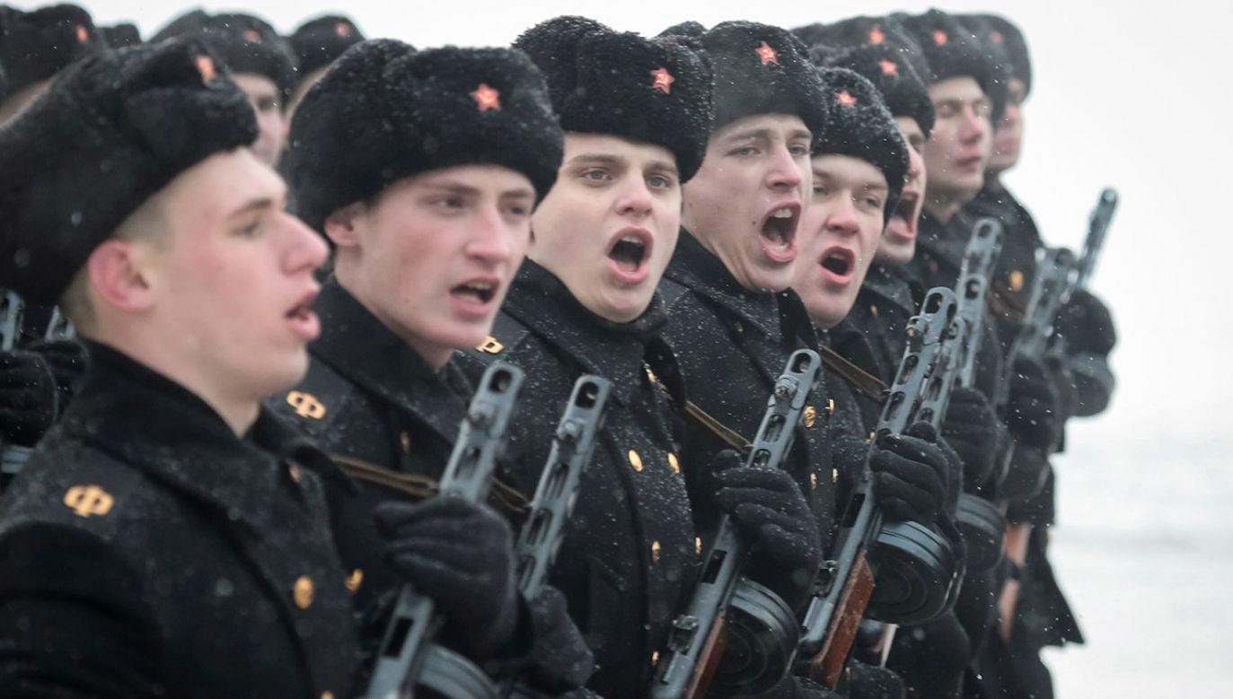 O zabronienie żołnierzom służby kontraktowej informowania w mediach społecznościowych o sobie i innych wojskowych apelowało rosyjskie ministerstwo obrony (fot. REUTERS/Anton Vaganov)