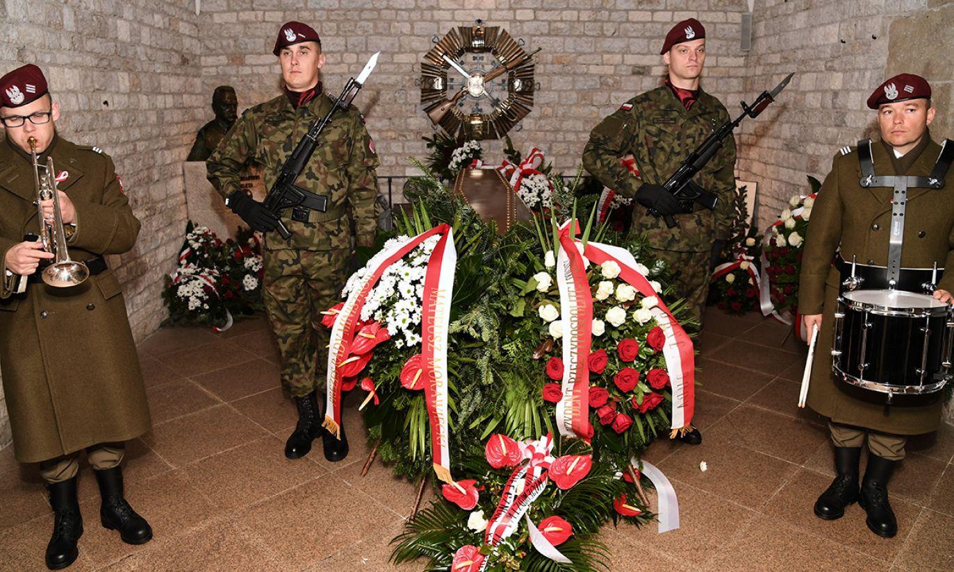 Wieńce przy grobie Józefa Piłsudskiego w Krakowie, złożone w ramach upamiętnienia 100-lecia odzyskania przez Polskę niepodległości (fot. PAP/Jacek Bednarczyk)