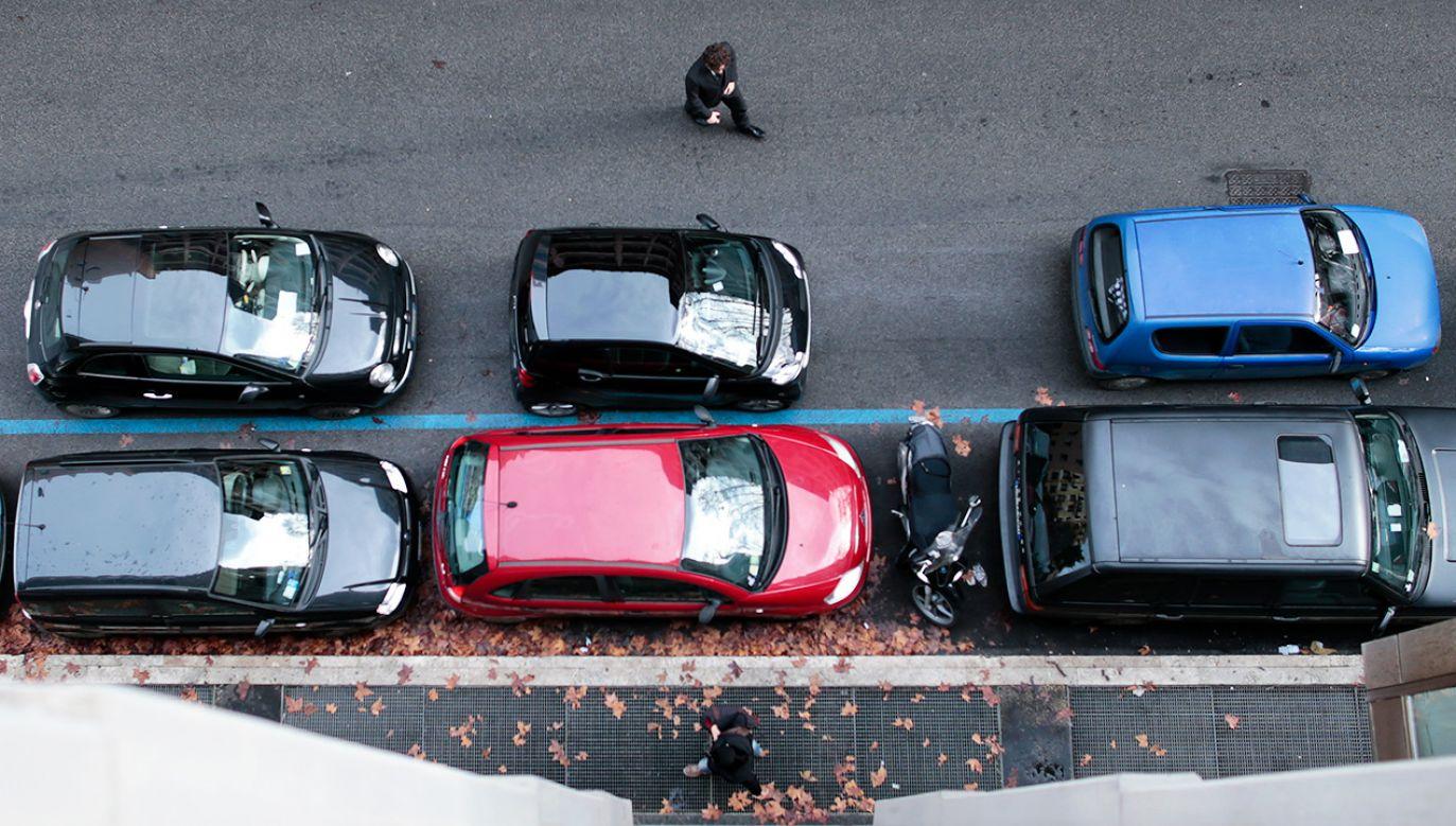 Parkowanie za blisko drugiego auta uznano za przemoc (fot. REUTERS/Tony Gentile)
