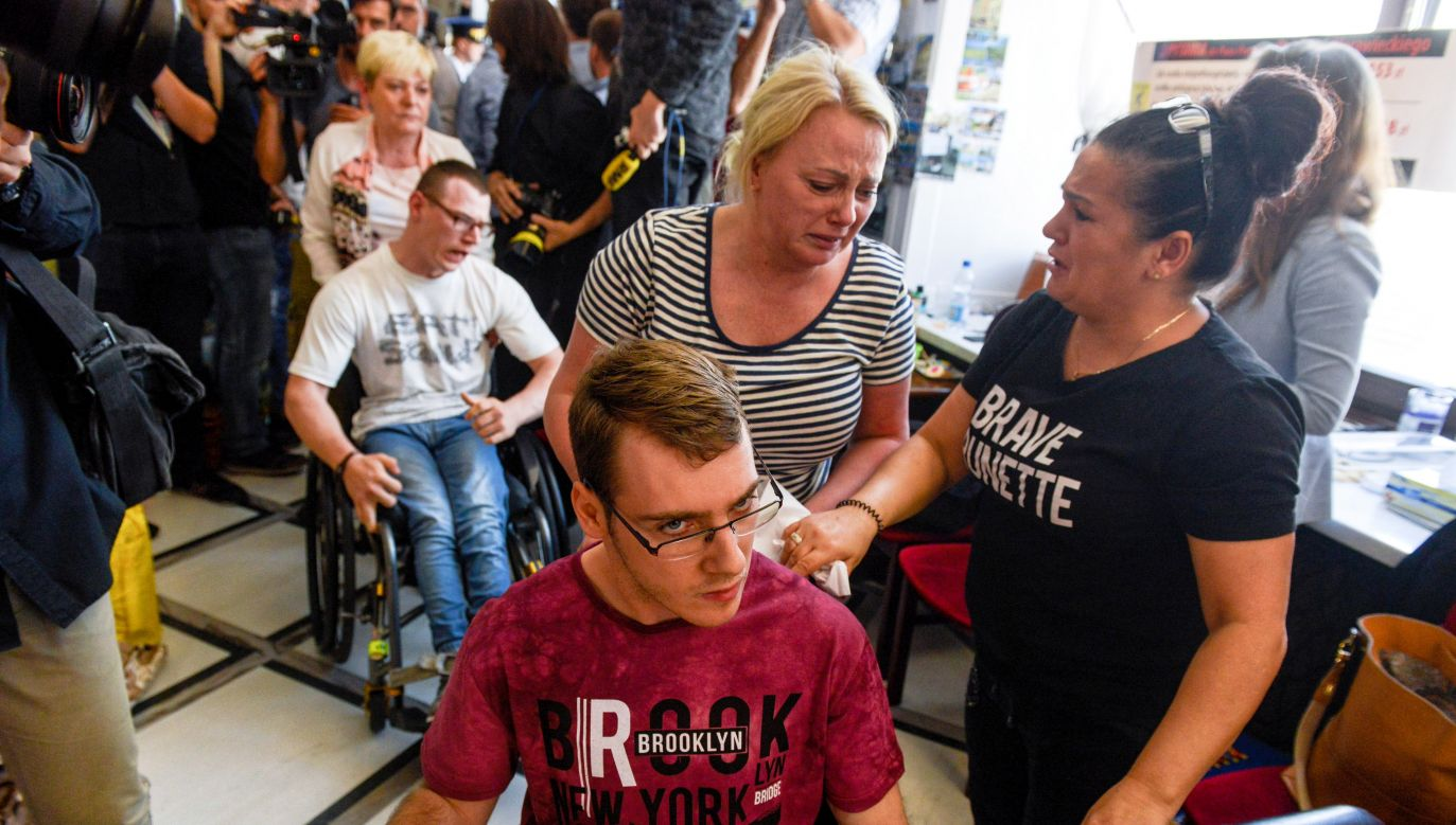 Disabled protestors after attempt to hang banner out of the parliament building in Warsaw PAP/Jakub Kamiński