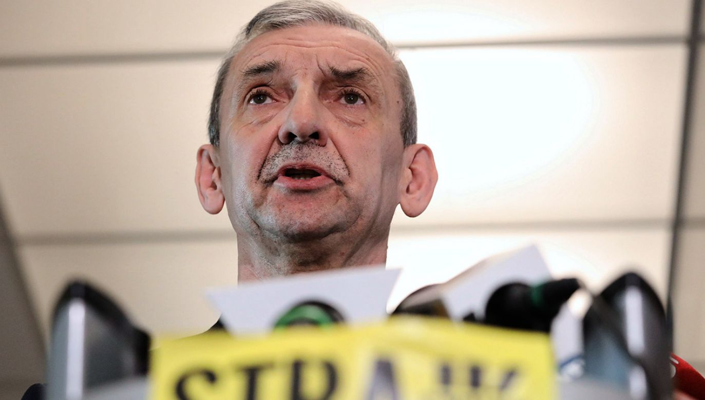 Ankietę przeprowadzono przez zawieszeniem strajku (fot. PAP/Tomasz Gzell)