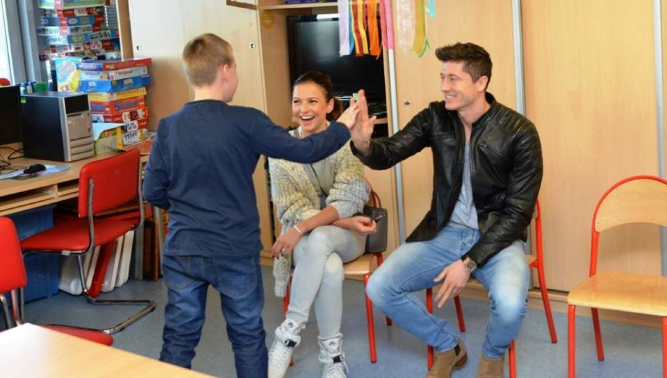 Lewandowskis visiting the Children's Health Institute. Photo: Facebook/CZD