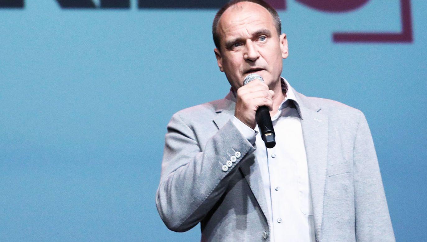 Paweł Kukiz liczy na kluczową rolę swojego ugrupowania po przyszłorocznych wyborach parlamentarnych (fot. PAP/Tomasz Gzell)