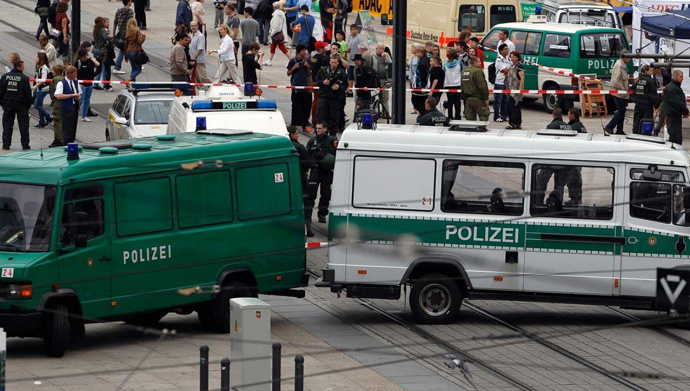 Według informacji policji w akcji rozdzielania walczących wzięło udział 100 funkcjonariuszy (fot. REUTERS/Thomas Peter)