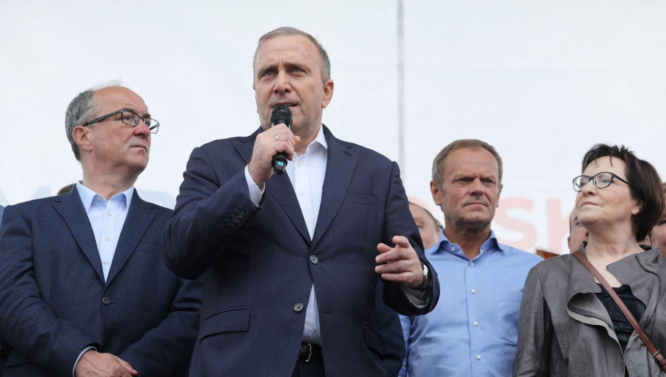 Lider PO Grzegorz Schetyna (2L), przewodniczący RE Donald Tusk (2P), przewodniczący SLD Włodzimierz Czarzasty (L) i była premier Ewa Kopacz (P) (fot.  PAP/Paweł Supernak)