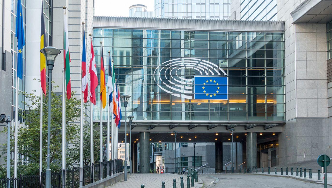 Budynek Parlamentu Europejskiego w Brukseli (fot. Shutterstock/ilolab)