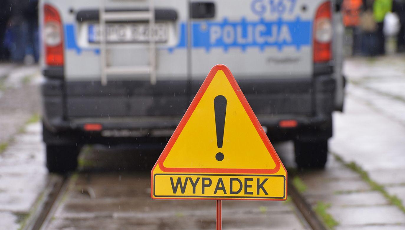 Kobietę w stanie krytycznym przetransportowano śmigłowcem do szpitala (fot. arch.PAP/Jacek Bednarczyk)