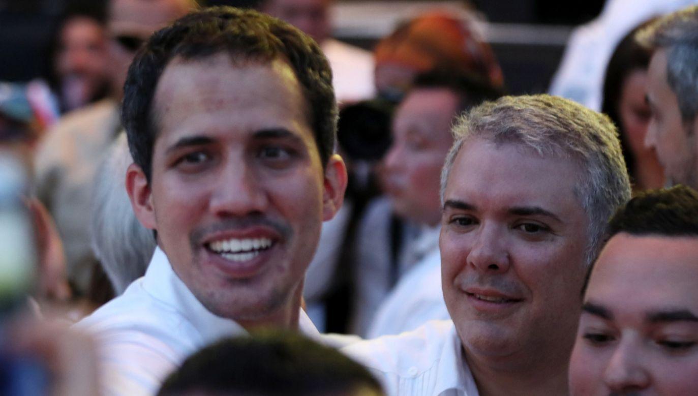 Prezydent Kolumbii Ivan DuqueJuan (L) i prezydent Juan  Guaido (P) wzięli udział w koncercie charytatywnym na rzecz Wenezueli   (fot. PAP/EPA/MIGUEL GUTIERREZ)