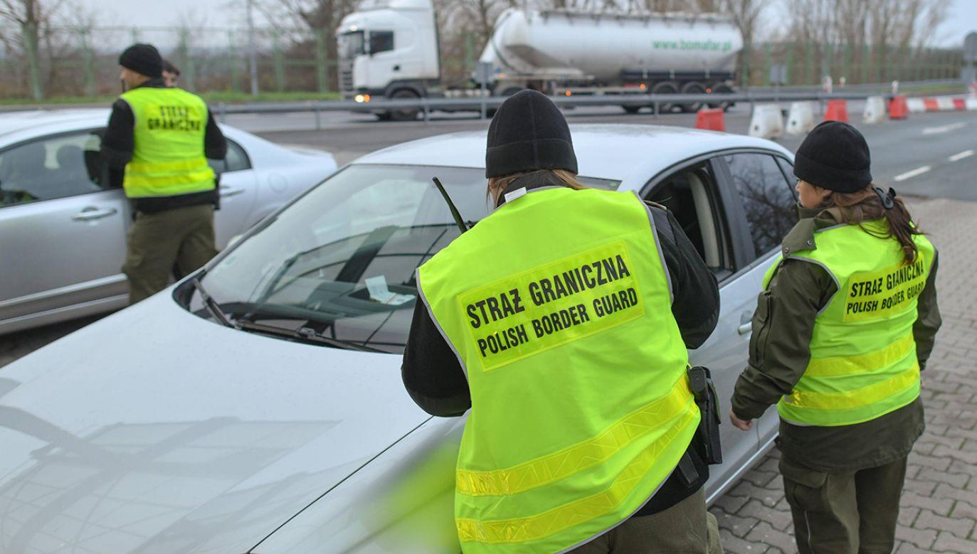 Funkcjonariusze Straży Granicznej skontrolowali około 20 tys. osób (fot. arch. PAP/Patrick Pleul)