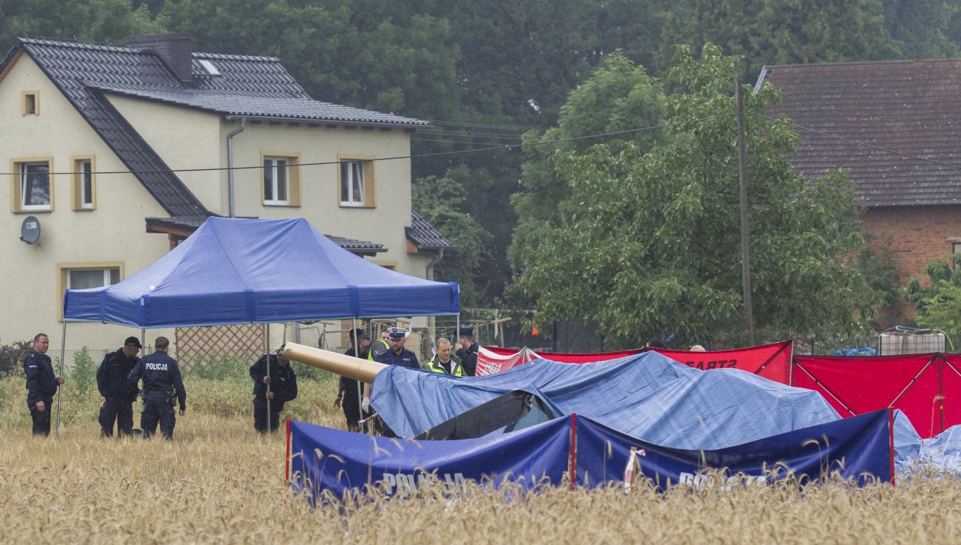 Two men were killed, one wounded in a crash of a chopper near Opole. Photo: Aleksander Koźmiński/PAP