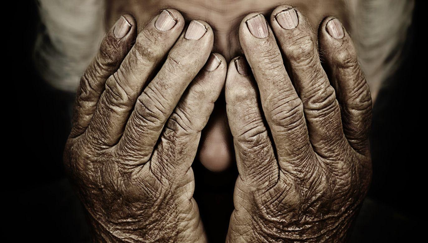 Jak się okazało, osoby dorosłe w wieku 60 i więcej lat, które potrzebowały pomocy w wykonywaniu codziennych czynności, ale nie mieszkały w domu opieki, miały najmniej klinicznych objawów zaniedbania (fot. Shutterstock/pathdoc, zdjęcie ilustracyjne)