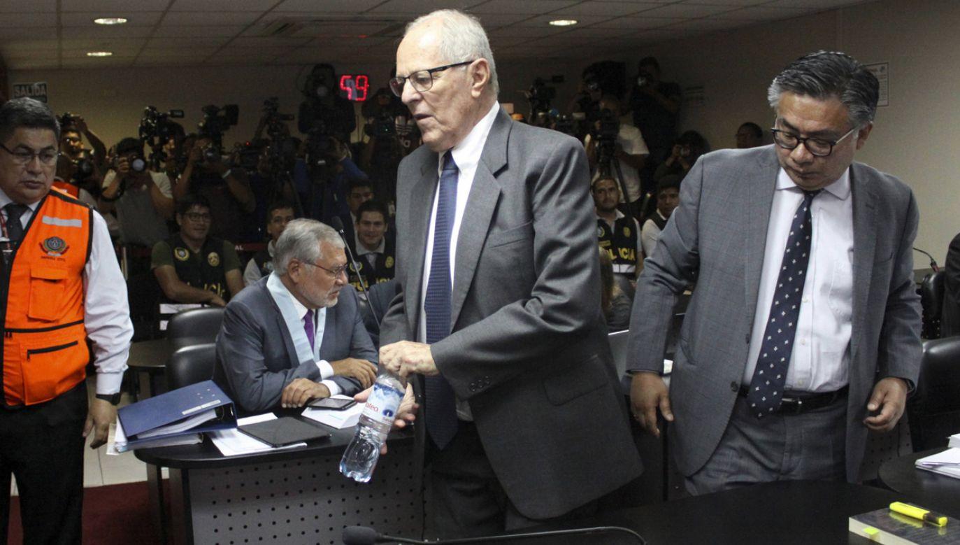 80-letni Pedro Pablo Kuczynski (C) podczas przesłuchania w Limie   (fot. PAP/EPA/Francisco Medina / Peruvian Poder Judicial authority)