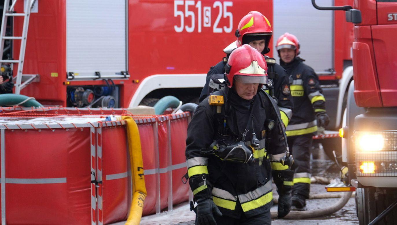 Płonie budynek młyna w miejscowości Józefin (fot. PAP/Andrzej Grygiel, zdjęcie ilustracyjne)