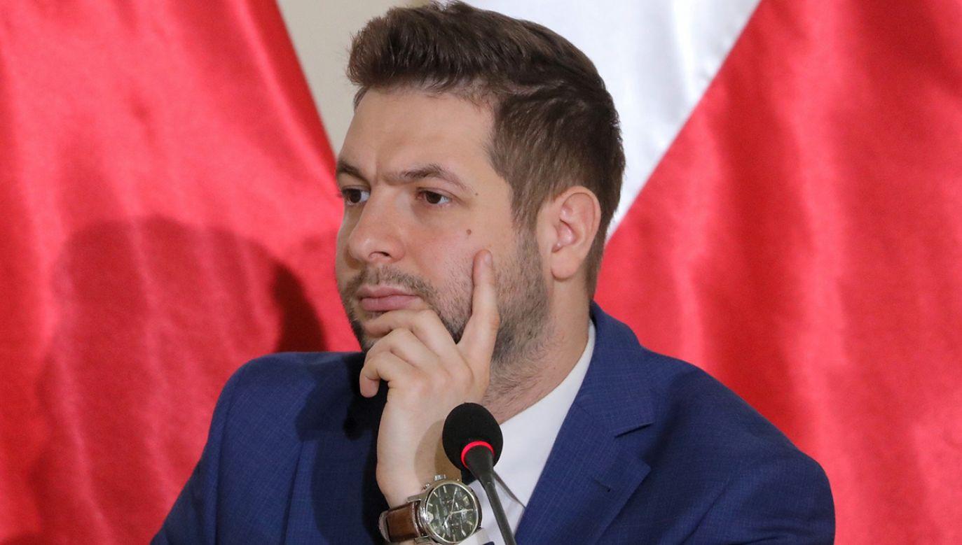 Kandydat Zjednoczonej Prawicy na prezydenta Warszawy złożył kolejne zobowiązania(fot. PAP/Tomasz Gzell)