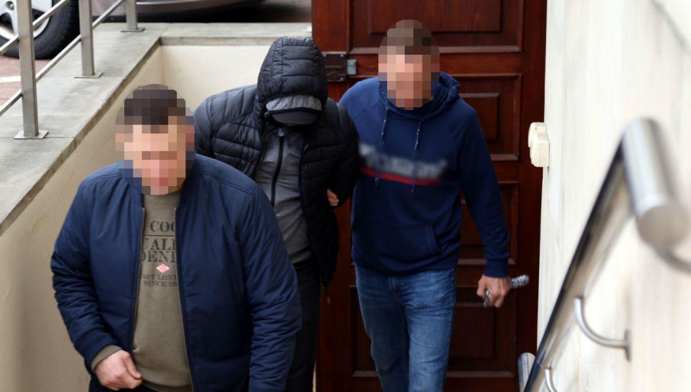 Jeden z zatrzymanych kiboli-dilerów (fot. policja.waw.pl)