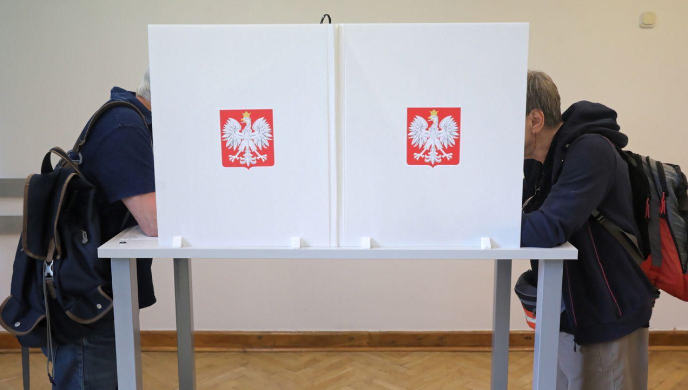 Do zakończenia głosowania o godzinie 21:00, trwa cisza wyborcza (fot. PAP/Tomasz Gzell)