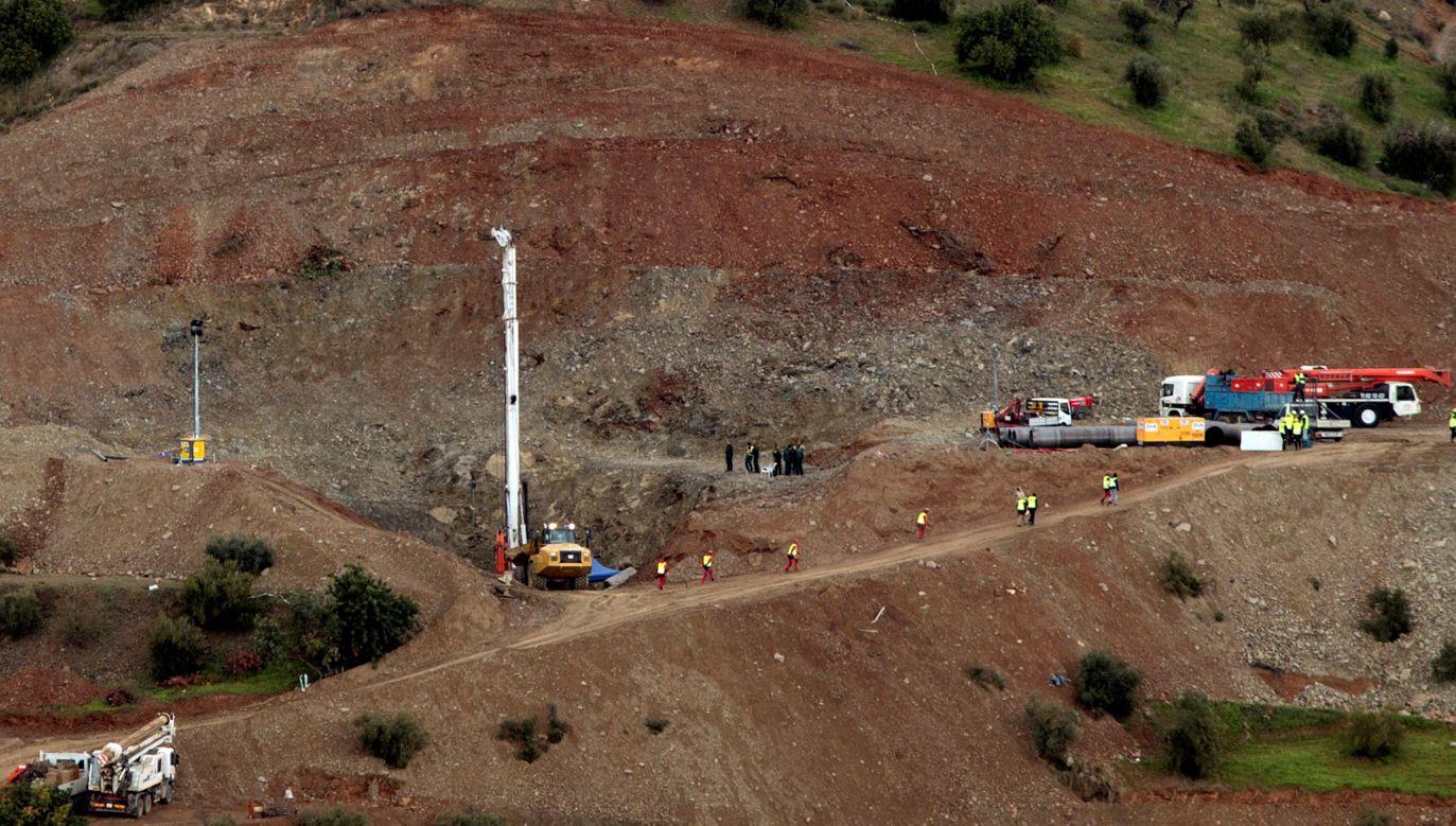 Próby wydobycia chłopca utrudnia specyficzny teren i opady deszczu (fot.  PAP/EPA/Daniel Perez)