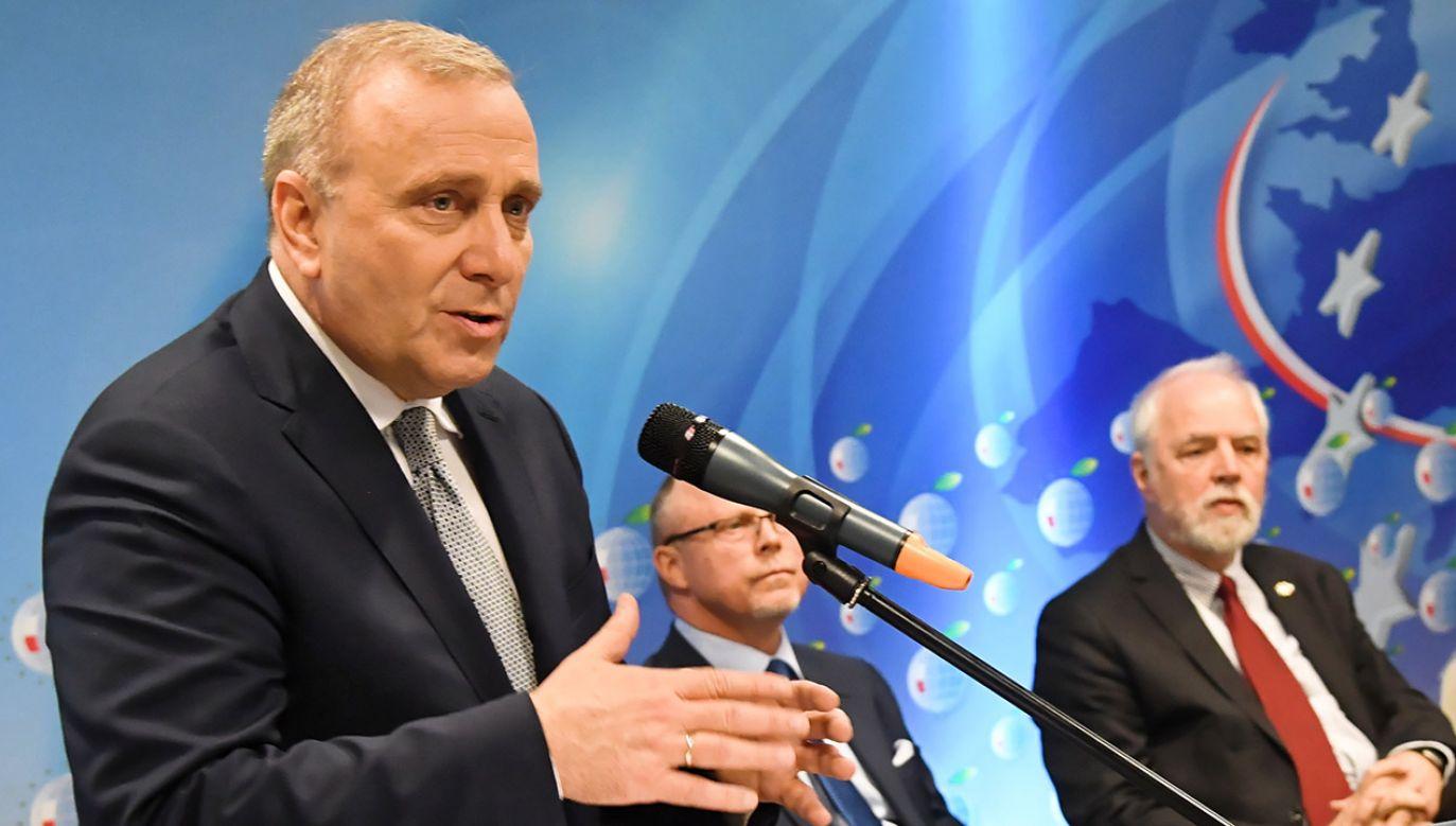 W kwestii terminu przyjęcia euro różnimy się z Jarosławem Kaczyńskim najmniej – zapewnia lider PO (fot. PAP/Jacek Bednarczyk)