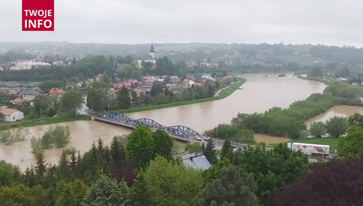 Na zalanych terenach pracuje w Małopolsce ponad 2 tys. strażaków z PSP i OSP (fot. Twoje INFO)