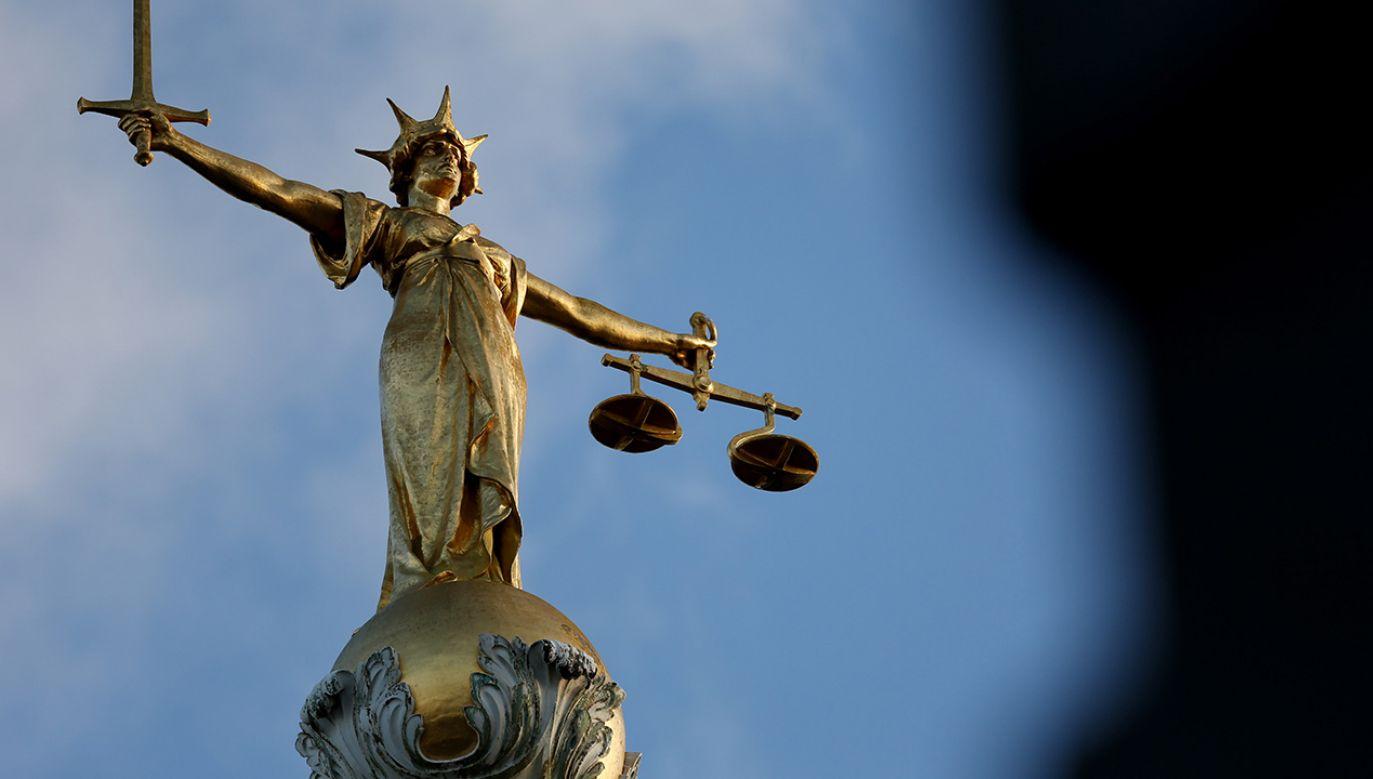 Podejrzewa się, że zatrzymani przyjmowali łapówki za odpowiednie decyzje w sprawach administracyjnych, cywilnych i karnych (fot. Jonathan Brady/PA Images/Getty Images)