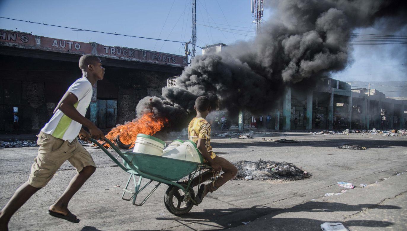 W protestach zginęło już 7 osób a wiele zostało rannych (fot. PAP/EPA/Jean Marc Hervé Abelard)
