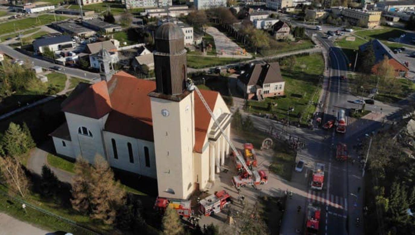 Całkowite dogaszenie pożaru może potrwać jeszcze kilka godzin (fot. FB/ Moja Gołańcz - wczoraj, dziś i jutro)