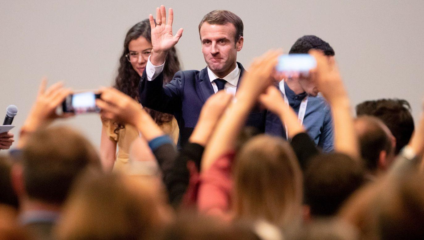 Spadają notowania prezydenta Francji Emmanuela Macrona  (fot. PAP/EPA/HAYOUNG JEON)