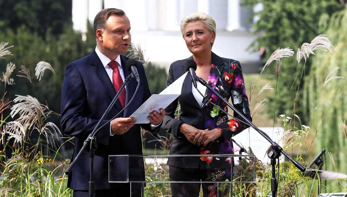 Prezydent RP Andrzej Duda z małżonką Agatą Kornhauser-Dudą podczas akcji Narodowego Czytania