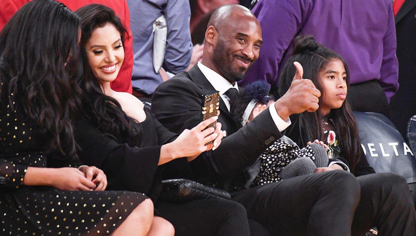 Kobe Bryant z żoną i trójką dzieci (fot. Robert Hanashiro-USA TODAY Sports)