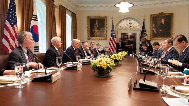Donald Trump spotkał się we wtorek z prezydentem Korei Płd. Mun Dze Inem (fot. TT/POTUS)