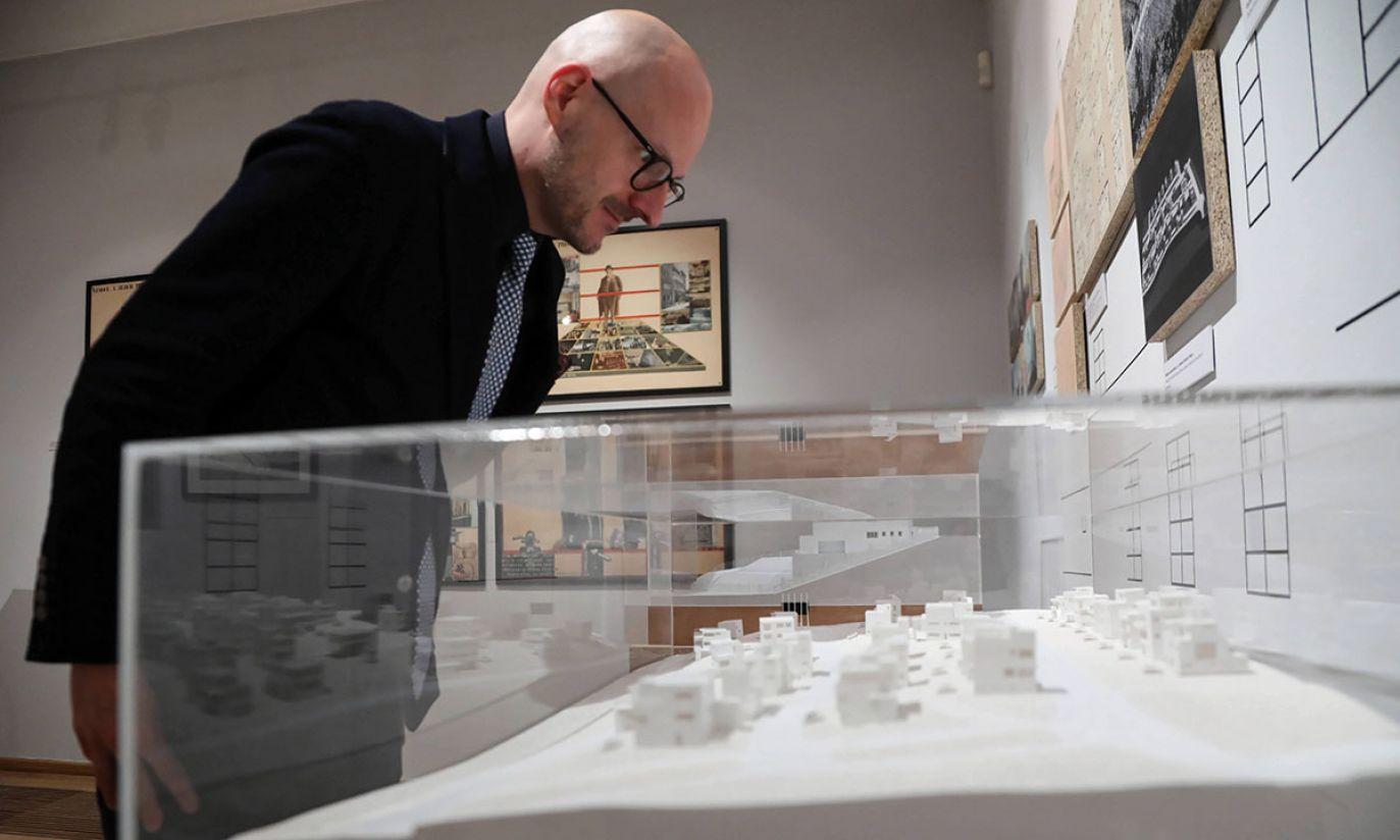 Kurator wystawy Łukasz Galusek (fot. PAP/Jan Graczyński)