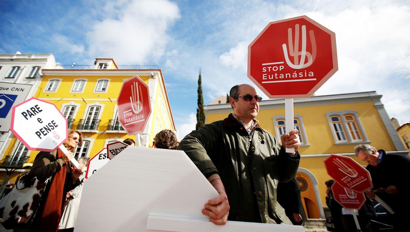 Katolicy w Portugalii organizują akcje sprzeciwu przeciw legalizacji eutanacjii (fot. REUTERS/Rafael Marchante)