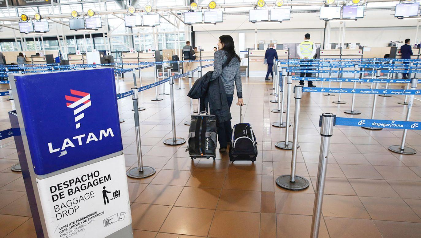 Samolot linii LATAM lądował awaryjnie w peruwiańskim mieście Pisco po otrzymaniu informacji, że na pokładzie znajduje się bomba (fot. REUTERS/Rodrigo Garrido)